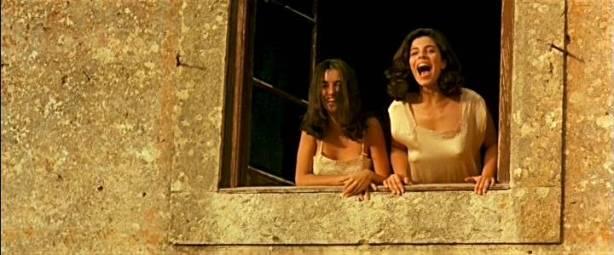 Maribel Verdú hot and sexy Ariadna Gil nude and Penélope Cruz hot - Belle époque (ES-1992) (4)