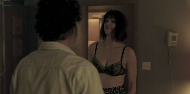Mary Elizabeth Winstead hot and sexy in bra and some sex - Fargo (2017) s3e5 HD 720p (8)