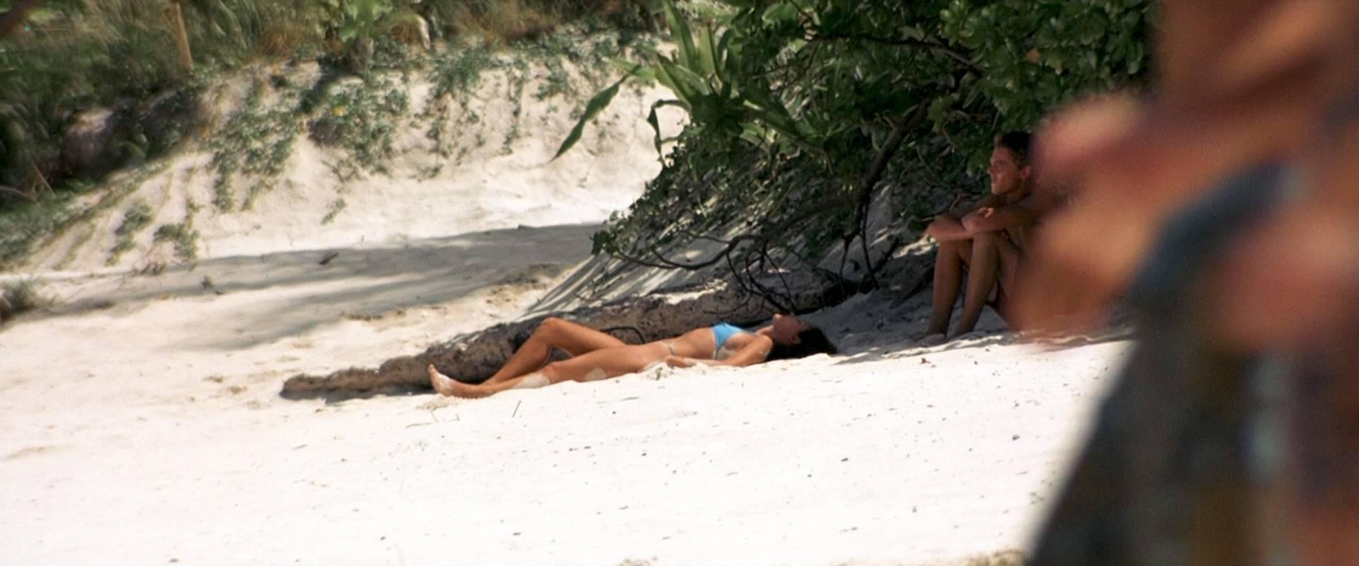 Virginie Ledoyen nude topless Tilda Swinton hot sex - The Beach (2000) HD 1080p BluRay (14)