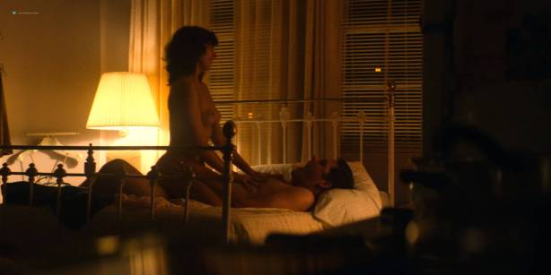 Alison Brie nude topless and sex - Glow ( 2017) s1e1 HD 720 - 1080p (7)