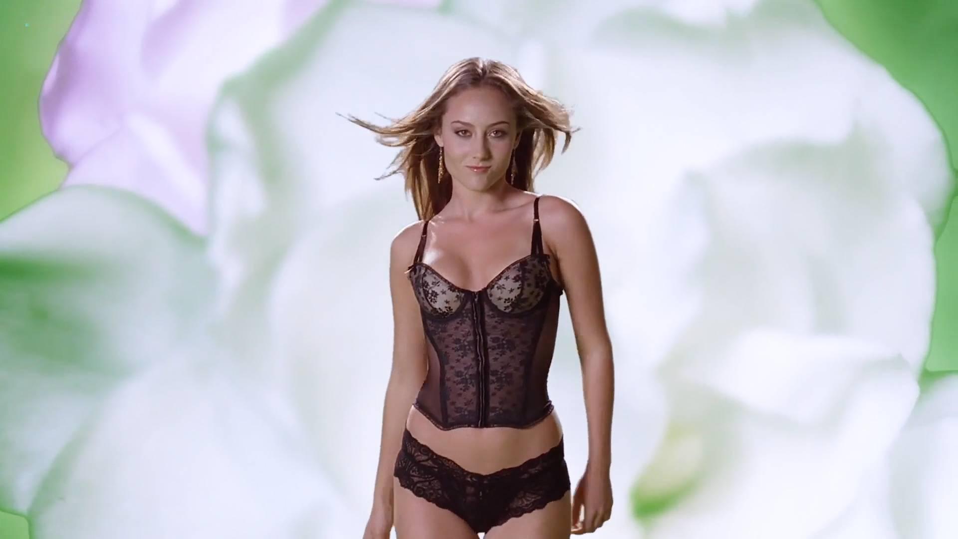 Arielle Kebbel hot, Tara Killian nude other's nude too - American Pie Presents Band Camp (2005) HD 1080p BluRay (15)