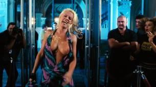 Jenny McCarthy nude topless - Dirty Love (2005) HD 720p WEB (10)