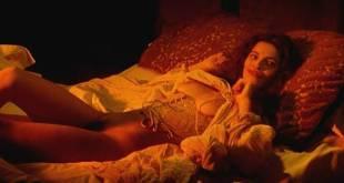 Maribel Verdú nude bush Candela Peña nude sex Penelope Cruz hot - La Celestina (ES-1996) (10)