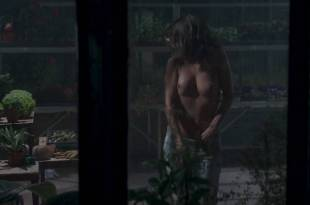 Florence Foresti nude topless in brief scene - De Plus Belle (FR-2017) HD 1080p WEB (7)