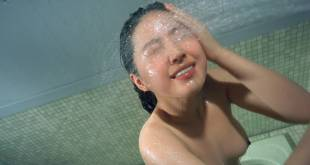 Ki-seon Lee nude topless in the shower and sex - Suddenly in the Dark (KR-1981) HD 1080p BluRay (7)