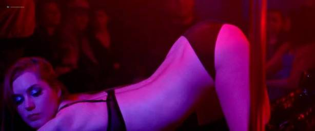 Malgorzata Krukowska nude topless Katarzyna Paskuda nude - Hel (PL-2016) (7)