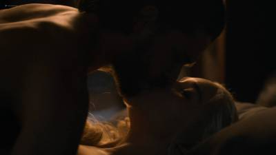 Emilia Clarke nude nip slip in brief sex scene - Game of Thrones (2017) s7e7 HD 1080p (2)