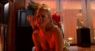 Jenny McCarthy hot Victoria Silvstedt sexy other's hot - BASEketball (1998) HD 1080p BluRay (16)