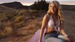 Taylor Black hot cleavage and Sarah Ramos hot - Midnight Texas (2017) s1e4 HDTV 720p
