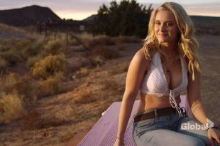 Taylor Black hot cleavage and Sarah Ramos hot – Midnight Texas (2017) s1e4 HDTV 720p