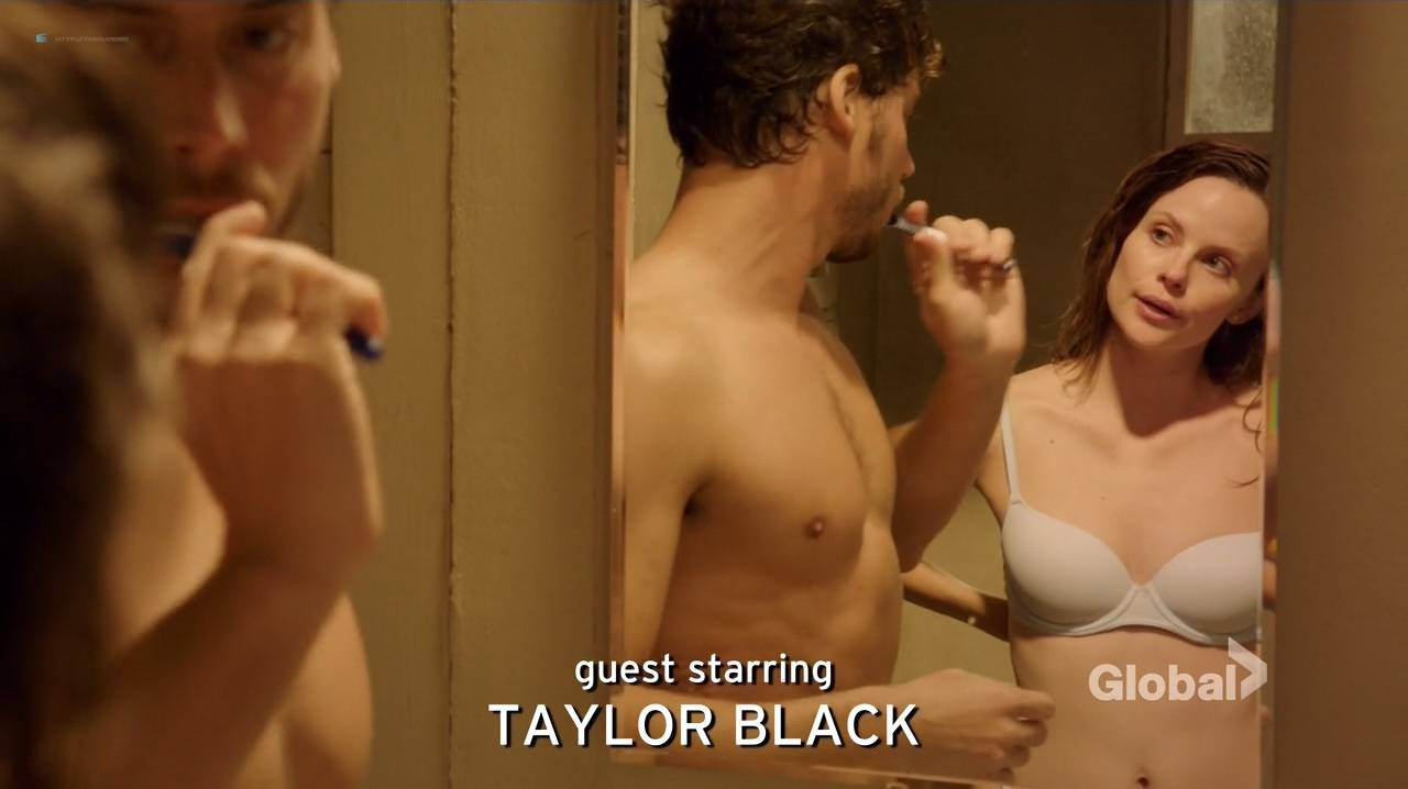 Taylor Black hot cleavage and Sarah Ramos hot - Midnight Texas (2017) s1e4 HDTV 720p (9)