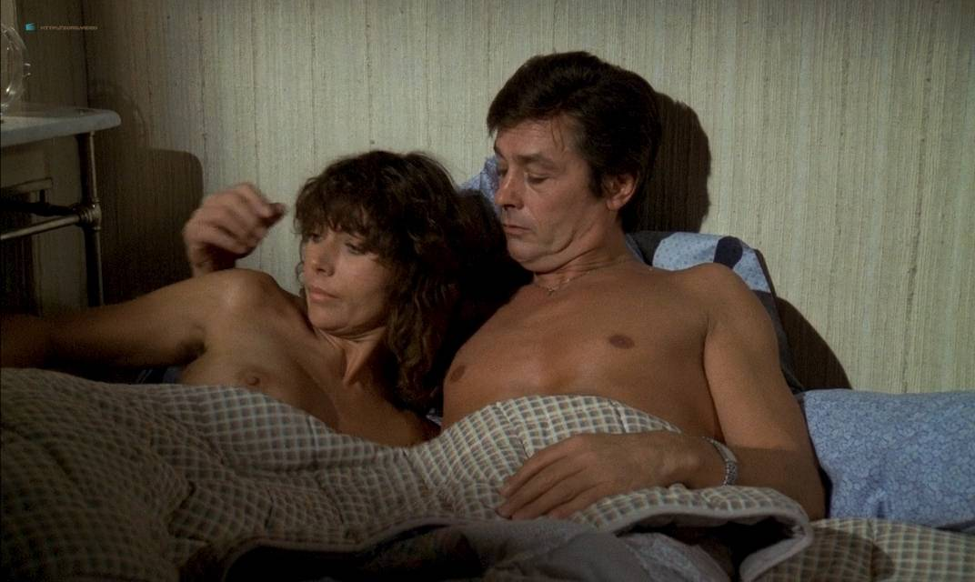 Anne Parillaud nude full frontal Marie-Christine Descouard bush and Andréa Ferréol topless - Le battant (FR-1983) (18)