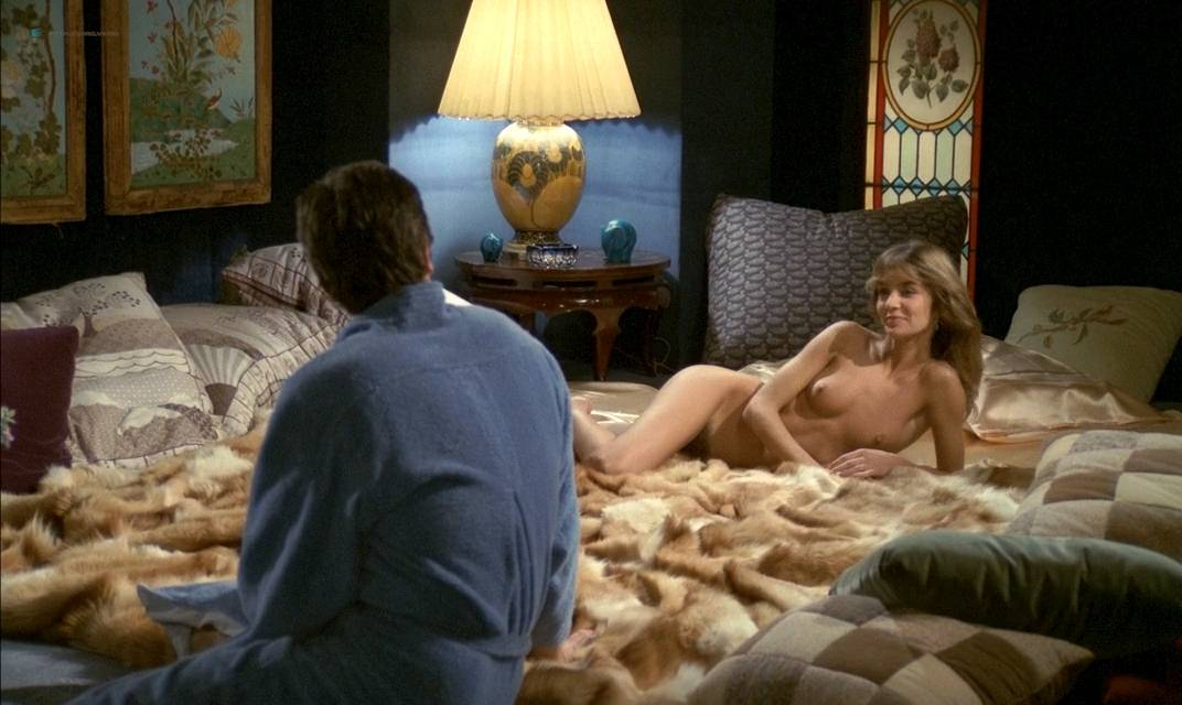 Anne Parillaud nude full frontal Marie-Christine Descouard bush and Andréa Ferréol topless - Le battant (FR-1983) (9)