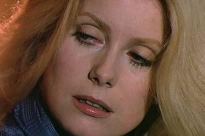 Catherine Deneuve nude topless - L'Agression (FR-1975) (8)