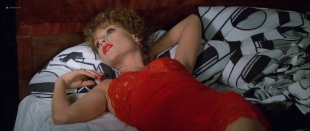 Isabelle Huppert nude butt and boobs - La femme de mon pote (FR-1983) HDTV 720p (7)