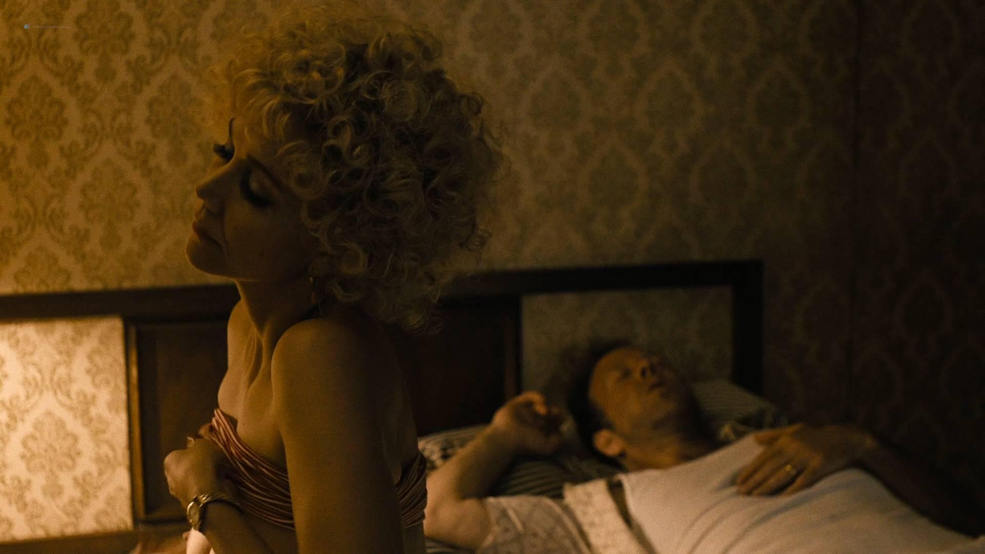 Maggie Gyllenhaal nude oral Margarita Levieva nude sex Kayla Foster lesbian - The Deuce (2017) s1e4 HD1080p (8)