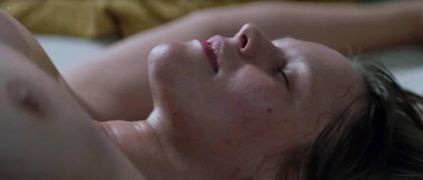 Séverine Caneele nude sex and explicit body parts - L'humanité (FR-1999) HD 720p BluRay (10)