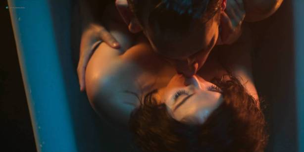 Blanca Suárez nude sex in the bath Ana Polvorosa and Ana Fernández lesbian and threesome - Cable Girls (ES-2017) S1 HD 1080p (6)