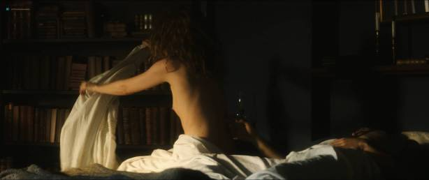 Karolina Gruszka nude bush and topless - Marie Curie (FR-2016) HD 1080p BluRay (9)