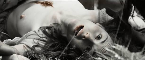 Michelle Dockery nude topless - Godless (2017) S1 HD 1080p Web (7)