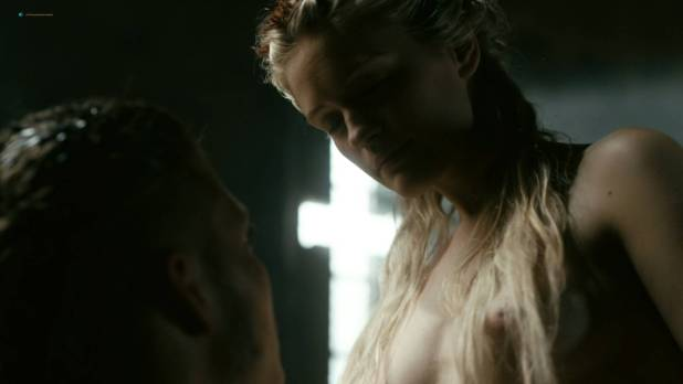 Alicia Agneson nude butt naked and some nipples - Vikings (2017) s5e3 HD 1080p Web (2)