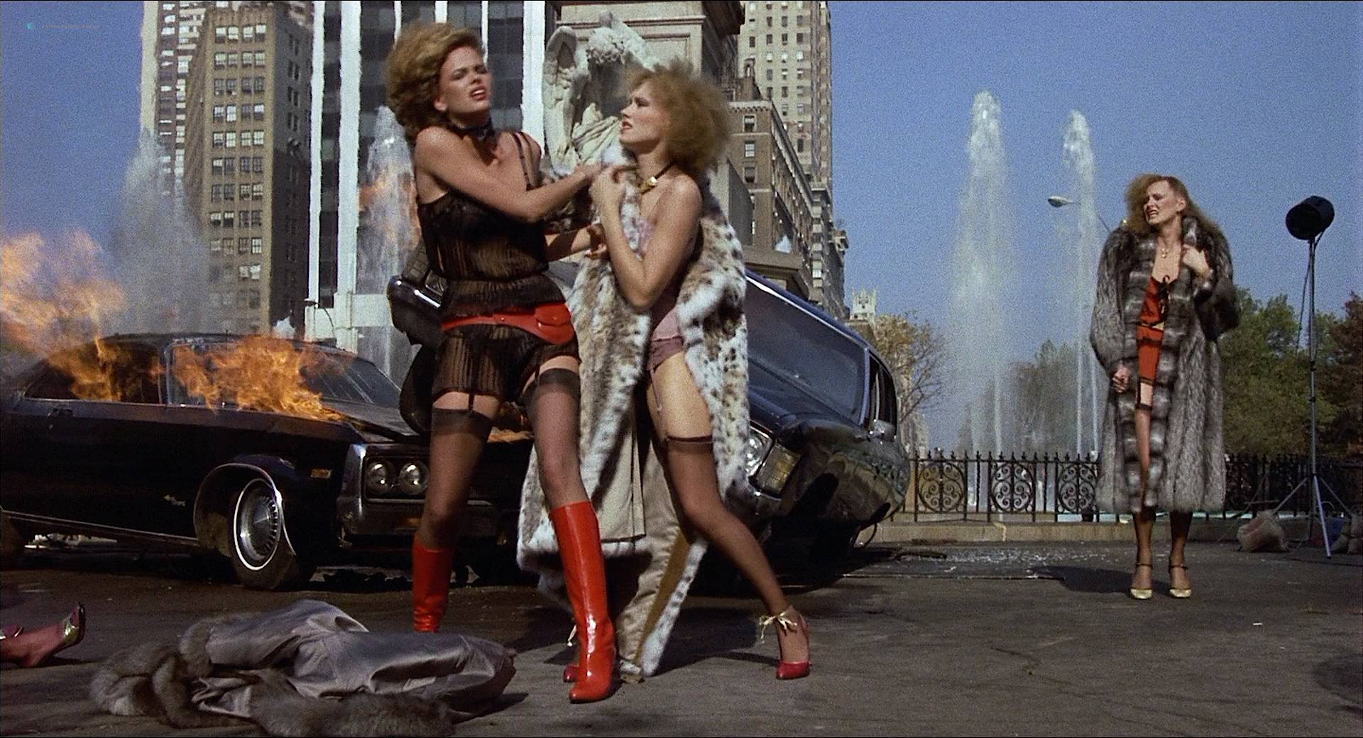 Darlanne Fluegel nude topless Lisa Taylor and Rita Tellone nude topless too - Eyes of Laura Mars (1978) HD 1080p BluRay (13)