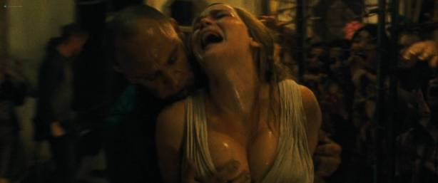 Jennifer Lawrence nude topless and Michelle Pfeiffer hot - Mother! (2017) HD 1080p Web (6)