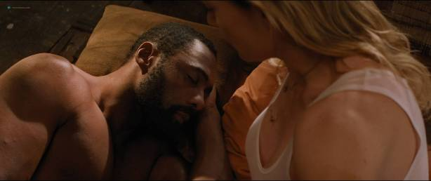 Kate Winslet hot and some sex - The Mountain Between Us (2017) HD 1080p BluRay (3)