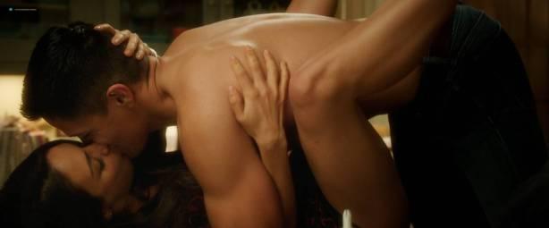 Leah McKendrick nude bush (merkin) and boobs Mila Kunis hot - Bad Moms (2016) 1080p BluRay (3)