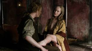 Lotte Verbeek nude butt and boobs - Outlander (2017) s3e12 HD 720 -1080p (4)