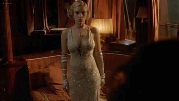 Scarlett Johansson hot cleavage and Helen Hunt hot - A Good Woman (2004) HD 1080p (3)