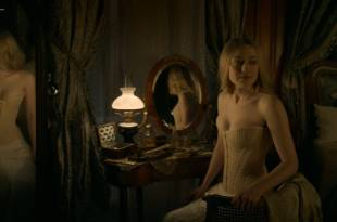Dakota Fanning hot cleavage and Daisy Bevan sex – The Alienist (2018) s1e2 HD 1080p