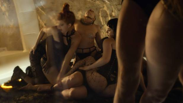 Essie Davis topless Anna Paquin, Rachelle Lefevre, Juno Temple hot and sexy - P.K.D Electric Dreams (2017) s1e5-6-8 HD 1080p (8)