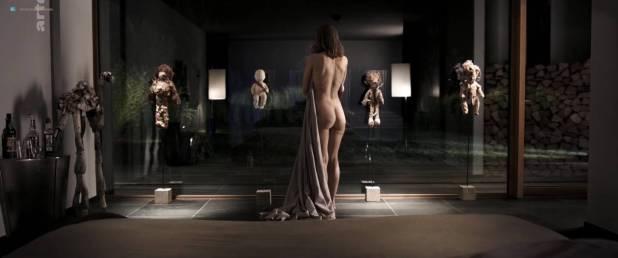 Isild Le Besco nude butt - Les brigands (FR-2014) HDTV 720p (5)