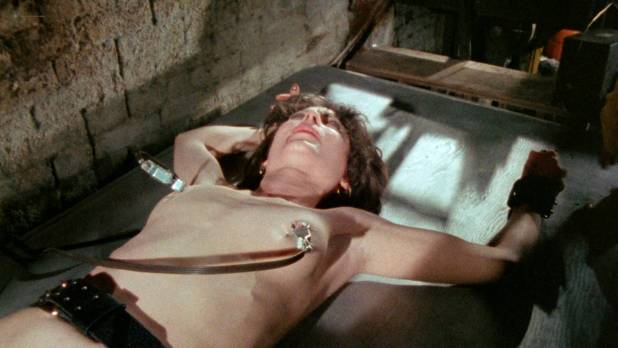 Viju Krem nude full frontal Arlana Blue, Jennifer Stock and others nude bush - Bloodsucking Freaks (1976) HD 1080p BluRay (11)