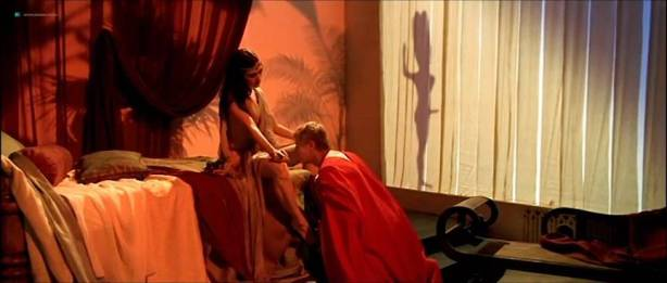 Alessandra Negrini nude butt Karine Carvalho and others nude too - Cleopatra (BR-2007) (15)