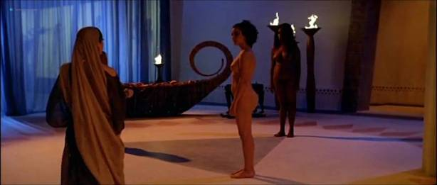 Alessandra Negrini nude butt Karine Carvalho and others nude too - Cleopatra (BR-2007) (2)