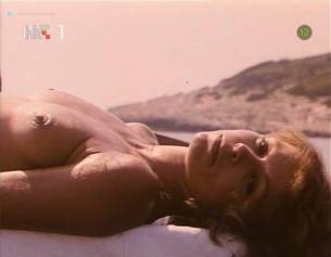 Neda Arneric nude sex on the beach - Haloa - praznik kurvi (YU-1988) (11)