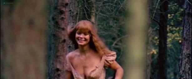 Neda Arneric nude skinny dipping and some sex - Venom (DE-1971) (4)