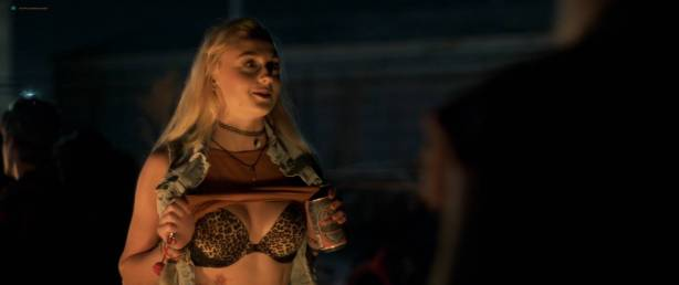 Sophie Turner hot and sexy - Josie (2017) HD 1080p Web (3)