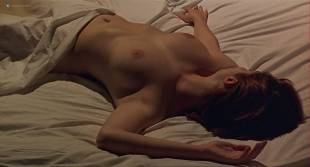 Chiara Mastroianni nude topless and sex other nude bush - N'oublie pas que tu vas mourir (FR-1995)