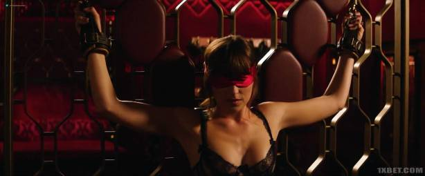 Dakota Johnson nude topless and lot of sex - Fifty Shades Freed (2018) HD 1080p (6)