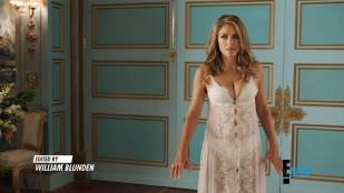 Elizabeth Hurley hot and Emily Barber sexy in lingerie - The Royals (2018) s04e06 HD 1080p web