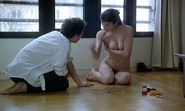 Marion Cotillard nude topless Emmanuelle Devos and Marianne Denicourt nude too - Comment je me suis disputé... (ma vie sexuelle) (FR-1996) (4)