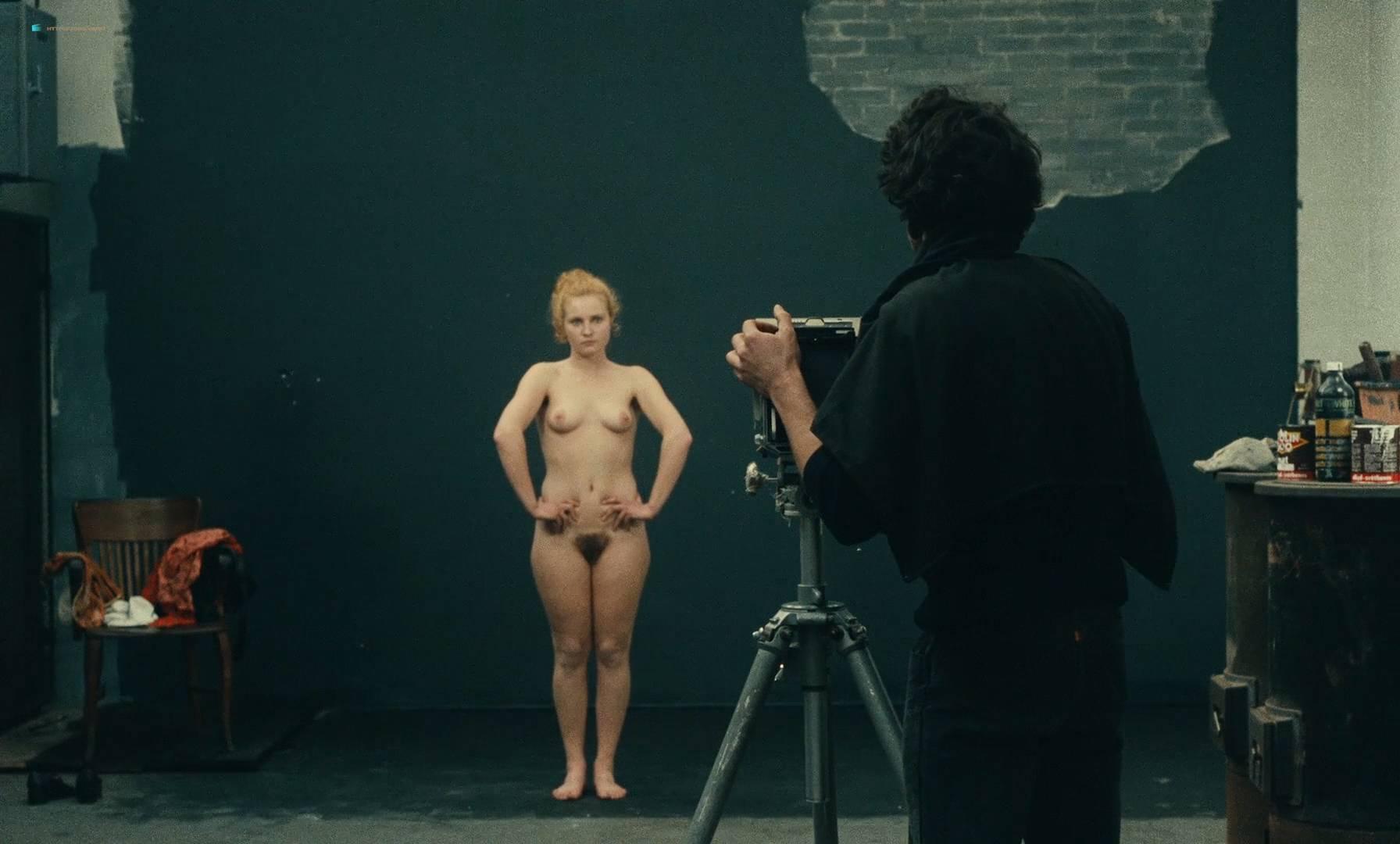 Thérèse Liotard nude topless and Valérie Mairesse nude full frontal - L' une chante, l'autre pas (FR-1977) HD 1080p (14)
