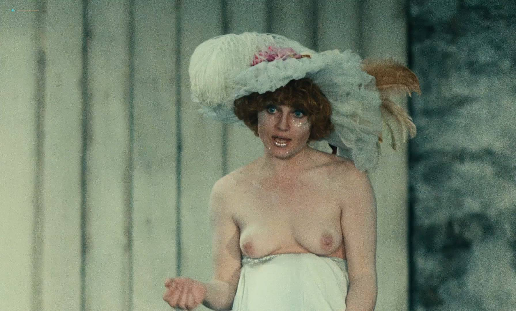 Thérèse Liotard nude topless and Valérie Mairesse nude full frontal - L' une chante, l'autre pas (FR-1977) HD 1080p (6)