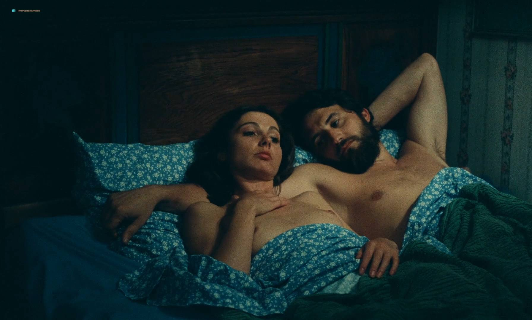 Thérèse Liotard nude topless and Valérie Mairesse nude full frontal - L' une chante, l'autre pas (FR-1977) HD 1080p (3)