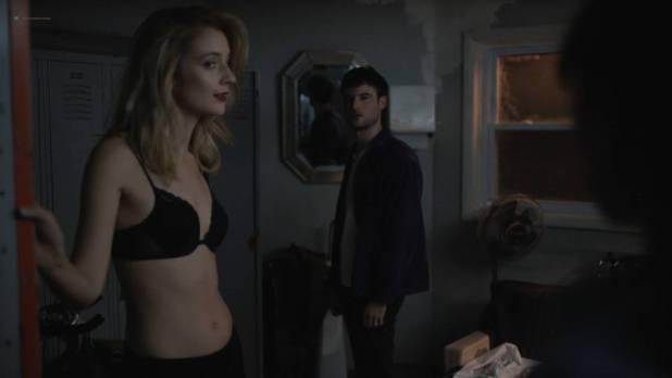Ella Purnell hot butt Caitlin Fitzgerald sexy bra - Sweetbitter (2018) s1e3 HD 1080p (7)