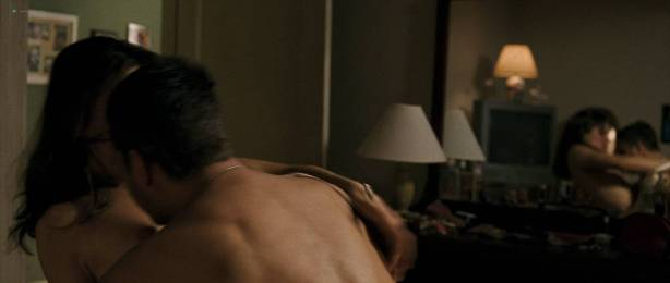 Amanda Peet hot sex and Lindsey McKeon sexy see through - What Doesn't Kill You (2008) HD 1080p BluRay (6)