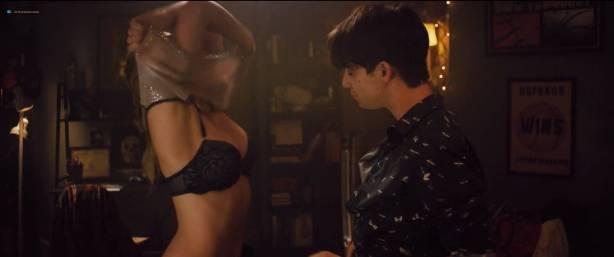 Madeline Weinstein nude nipple and sex Sophie Faulkenberry hot sex Alex Strangelove (2018) HD 1080p (4)